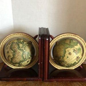 Vintage Accents - Vintage globe bookends